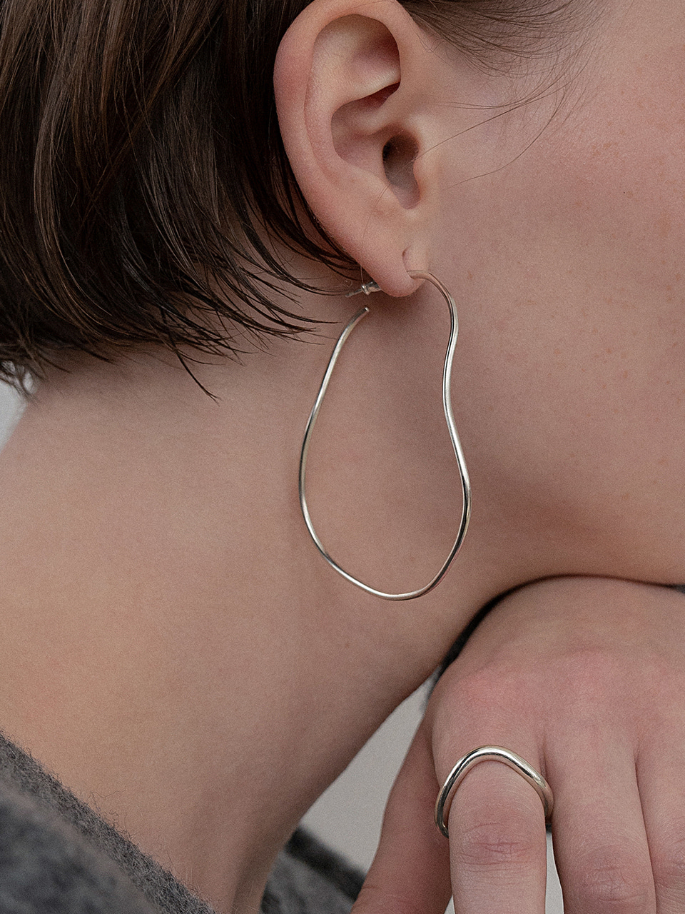Line round earring