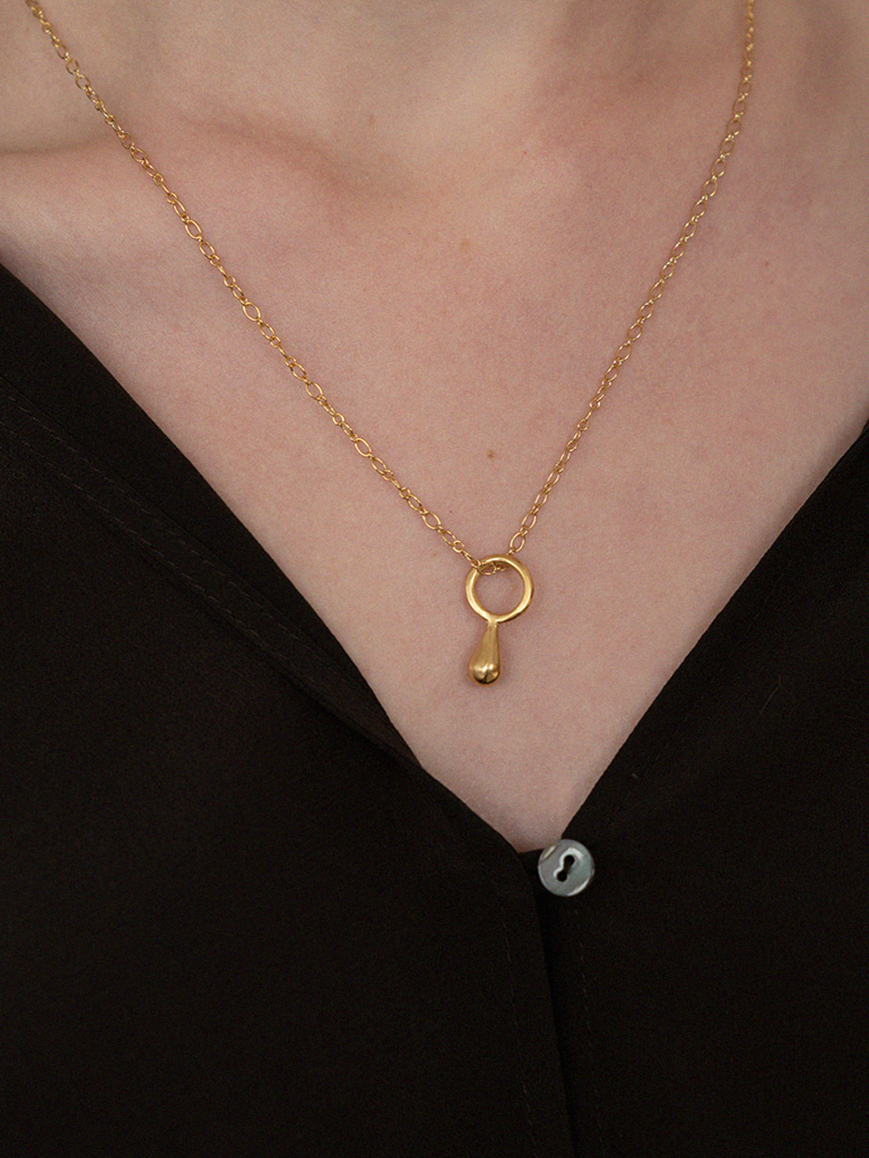 Loop bulb necklace