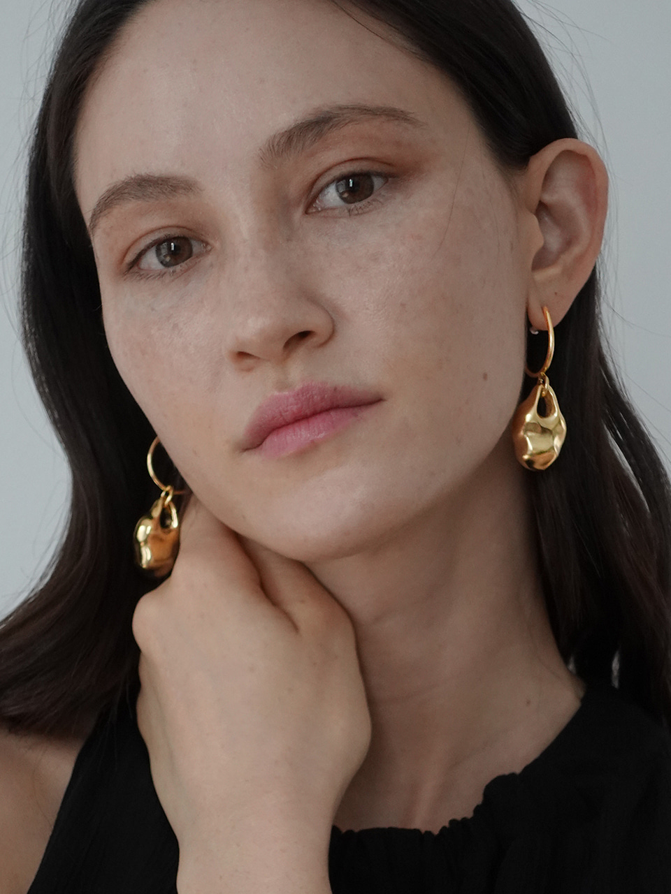 (brillpiece X LFM Collaboration) .                    Stone hoop earring